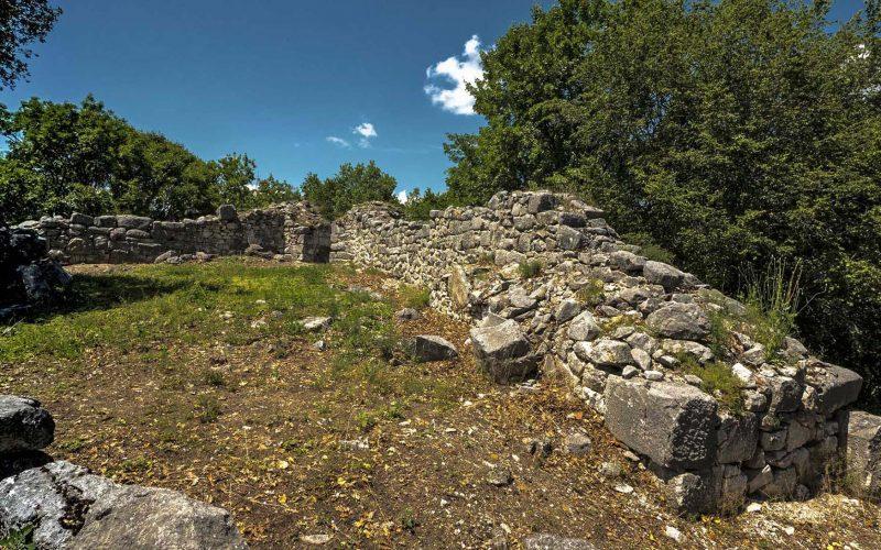 Μακεδονικός Τάφος & κάστρο Καλύβας - Θράκη 6