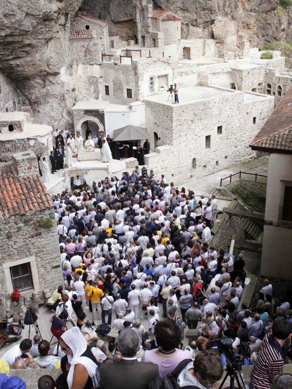 Δεκαπενταύγουστος: κατάνυξη, πανηγύρια & τουρισμός στη Β. Ελλάδα