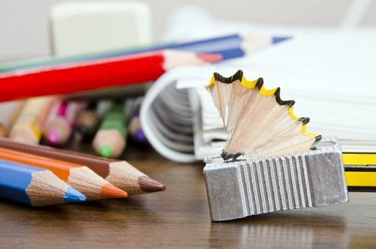 Δωρεά σχολικών ειδών στα δημοτικά σχολεία από το Εργατικό Κέντρο Έβρου