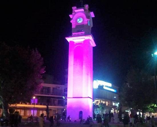 Ροζ φωτίστηκε το ρολόι της Ξάνθης την Πέμπτη