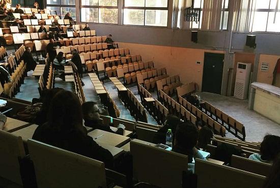 Το Τμήμα Οικονομικών Επιστημών του Δημοκρίτειου Πανεπιστημίου Θράκης κατατάχθηκε στην 116η θέση στην παγκόσμια λίστα σύμφωνα με την κατάταξη του SSRN (Social Sciences Research Network). Η αξιολόγηση πραγματοποιήθηκε ανάμεσα σε 1.000 κορυφαία Οικονομικά Πανεπιστήμια και  συναφή Ερευνητικά Κέντρα παγκοσμίως, με  κριτήρια την εμβέλεια του δημοσιευμένου ερευνητικού έργου με βάση τα κατ΄ άτομο και κατ' εργασία downloads των επιστημονικών εργασιών των μελών τους. Είναι ιδιαίτερη η ικανοποίηση της πανεπιστημιακής κοινότητας του Δ.Π.Θ. για την επιτυχία αυτή του Τμήματος Οικονομικών Επιστημών που κατέλαβε υψηλή θέση στη  διεθνή κατάταξη του SSRN, και μάλιστα σε μια περίοδο οικονομικής δυσπραγίας για τα Ελληνικά Πανεπιστήμια. Ο Πρυτανεύων Καθηγητής κ. Σταύρος Τουλουπίδης και οι Πρυτανικές Αρχές του Δημοκριτείου Πανεπιστημίου Θράκης συγχαίρουν θερμά τους Καθηγητές και ερευνητές του Τμήματος Οικονομικών Επιστημών για τη συμβολή τους στη διάκριση του Τμήματος, που αναδεικνύει το υψηλό επίπεδο διδασκαλίας και έρευνας του Δημοκρίτειου Πανεπιστημίου Θράκης.  {Πηγή δημοσίευσης: https://reportal.gr , 23/10/2017}